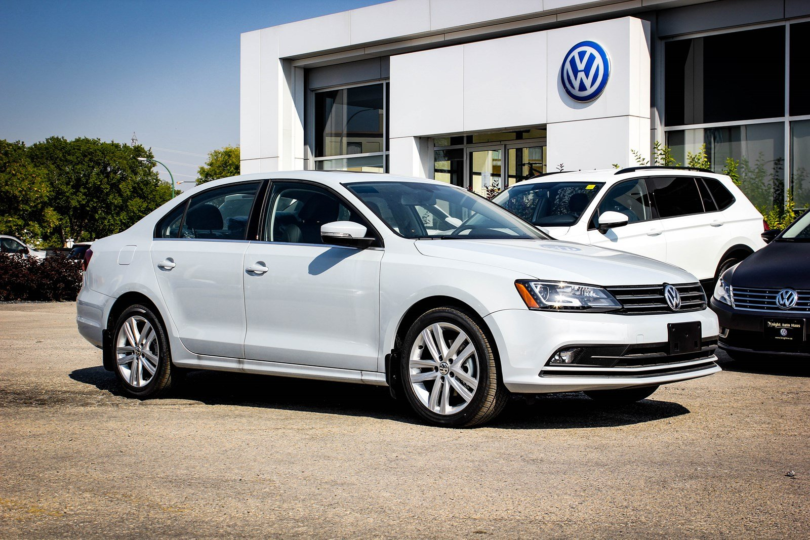 New 2017 Volkswagen Jetta Sedan Highline w/ Leather/Nav 0.9% Financing Avail. OAC