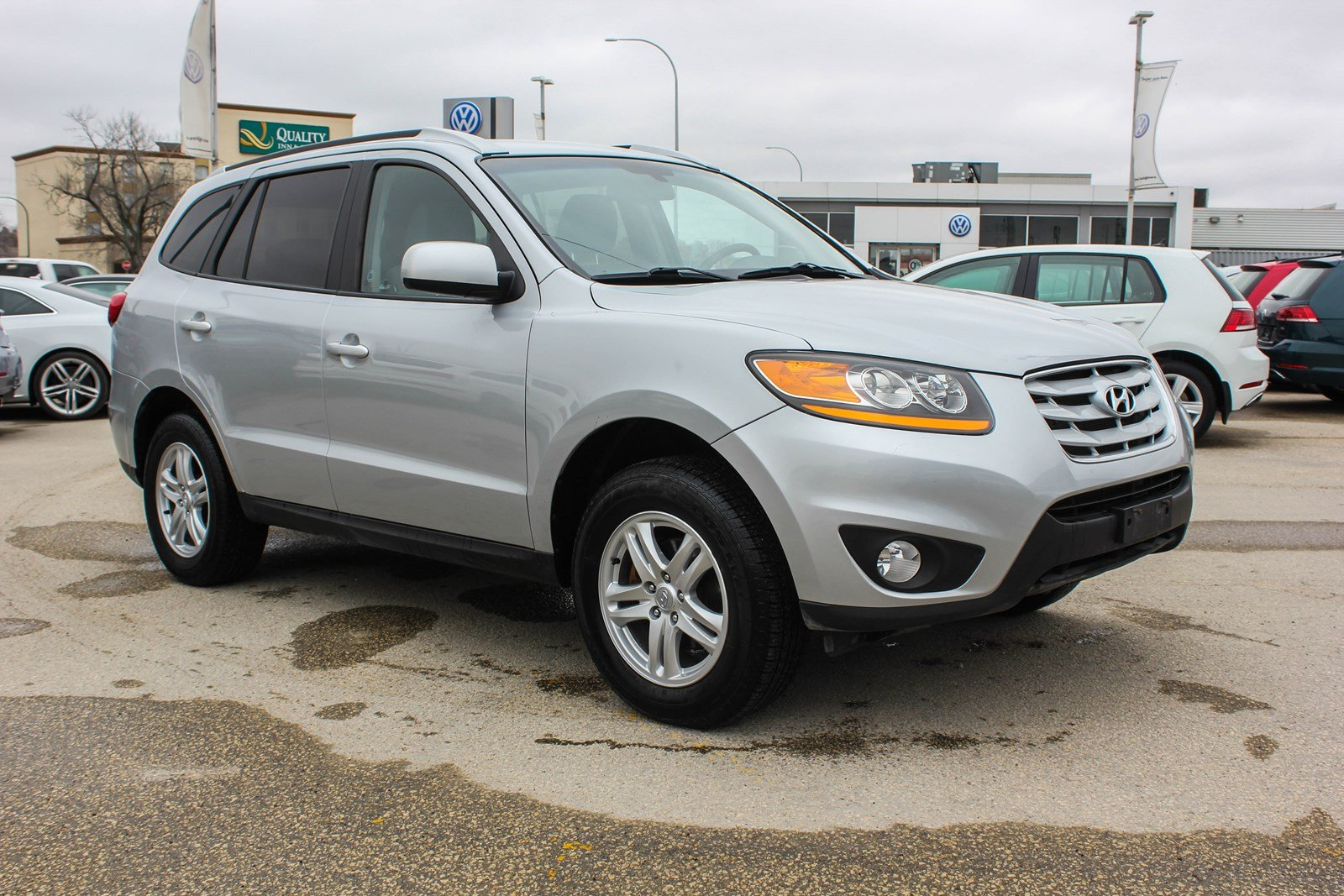 Pre-Owned 2010 Hyundai Santa Fe GL w/ Heated Seats