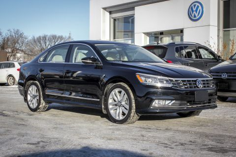 New 2017 Volkswagen Passat Highline 1.8 Turbo w/ Leather/Sunroof/App Connect/Nav/Backup Cam